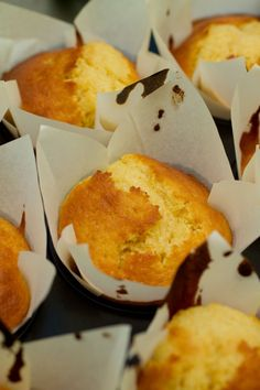 Muffins the portuguese way (Queques) - Portugal Portuguese Desserts, Portuguese Recipes, Portuguese Food, Muffin Recipes, Cupcake Recipes, Cooking Bread, Cooking Recipes, Cooking Tips, Cupcakes