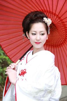 This is the kimono called Uchikake. This kimono bride wear. Japanese Wedding Kimono, Japanese Kimono, Japanese Beauty, Asian Beauty, Geisha Japan, Hair Arrange, Japanese Hairstyle, Kimono Dress, Yukata