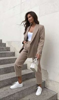 Though we're already going deep into the spring/summer season, still it's not that late to shake things up in your wardrobe and have a long array of cute street Winter Fashion Outfits, Suit Fashion, Fall Outfits, Fashion Looks, Stylish Work Outfits, Classy Outfits, Chic Outfits, Elegantes Business Outfit, Elegantes Outfit