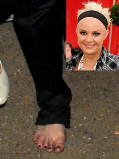 Most of the time people see celebrity faces and never notice their feet. Take a look at these funny celebrities with weird feet that will shock you. Gail Porter, S Curl, Celebrity Faces, Steven Tyler, Pretty Toes, Kate Hudson, Nicole Kidman, Halle Berry, Christina Hendricks