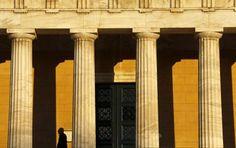 Zona do Euro vai emprestar € 1,1 bilhão à Grécia - http://po.st/yxGH7S  #Economia - #Empréstimos, #Grécia, #Zona-Do-Euro