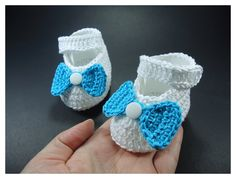 """Crochet Baby shoes, Baby shoes, Custom baby shoes, fashion baby shoes, baby accessories with a 6 set changing bow - Up to 12 cm (4.7"""") par NikitasStore sur Etsy https://www.etsy.com/fr/listing/227307739/crochet-baby-shoes-baby-shoes-custom"""