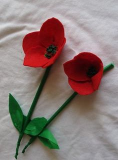 Veterans Day poppy craft gift - Classroom, teacher, school www. Felt Crafts, Crafts To Make, Crafts For Kids, Arts And Crafts, Veterans Day Poppy, Veterans Day Gifts, Faux Flowers, Diy Flowers, Fabric Flowers