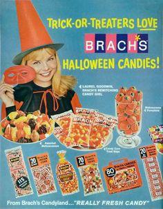 advertisement for Halloween candies! Halloween Goodies, Halloween Items, Halloween Photos, Halloween Candy, Halloween Art, Holidays Halloween, Happy Halloween, Halloween Decorations, Halloween History