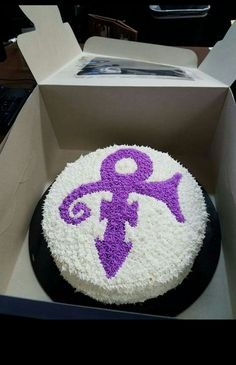 Symbol Birthday Cake Looks yummy 😋 Prince Cake, Prince Party, 50th Birthday Party, Mom Birthday, Birthday Cakes, Happy Birthday Prince, Artist Birthday, The Artist Prince, Prince Purple Rain