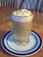 Starbuck's Caramel Macchiato Knock Off Starbucks Carmel Macchiato, Starbucks Caramel, Drinks Alcohol Recipes, Yummy Drinks, Yummy Food, Drink Recipes, Great Recipes, Whole Food Recipes, Favorite Recipes