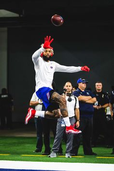 You know he's going to catch it Odell Beckham Jr Catch, Obj Football, Odel Beckham, Odell Beckam Jr, Odell Beckham Jr Wallpapers, Cleveland Browns Football, Football Outfits, Football Pictures, Football Wallpaper