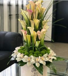 Captivating Choosing Your Wedding Flowers Ideas. Remarkable Choosing Your Wedding Flowers Ideas. Altar Flowers, Home Flowers, Church Flowers, Funeral Flowers, Table Flowers, Wedding Flowers, Spring Flowers, Creative Flower Arrangements, Flower Arrangement Designs