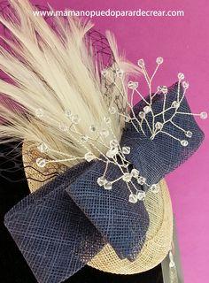 Cuando ella llegó no tenía nada claro vestir la cabeza, quería sentirse cómoda y para nada disfrazada, el resultado fué el deseado, lucirá su pieza exclusiva en la boda de su hijo, 50 swarovski alambrados en hilo de plata para el gran momento.
