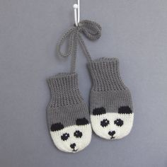 Panda Mittens with Strings - Grey — Button and Blue - Lilly is Love Baby Mittens Knitting Pattern, Knitting Socks, Knitting Machine, Free Knitting, Fingerless Mittens, Knit Mittens, Baby Socks, Baby Hats, Toddler Mittens