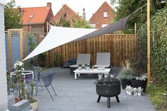 Schaduwdoek Pool Shade, Backyard Shade, Patio Shade, Backyard Patio, Back Garden Design, Cottage Garden Design, Backyard Garden Design, Yard Design, Porch Makeover