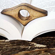 BOOKLOVER - pomocnik czytelnika, zakładka  w AnyTHING Manufaktura Drewna na DaWanda.com