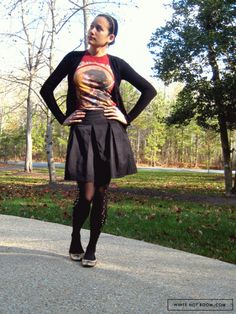 I like the skirt. Also a good way of incorporating fitted T-shirts into a stylish outfit