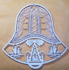 Weihnachtsdeko - Klöppelbild - Pyramide im Glockenrahmen - ein Designerstück von Kreative-Kloeppelideen bei DaWanda