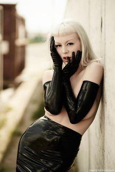 Miss Loulou | black latex