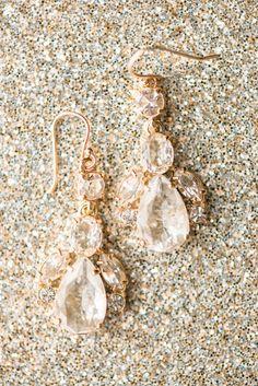 #earrings #wedding #jewelry #gold @weddingchicks