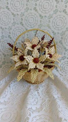 Photo Newspaper Flowers, Newspaper Basket, Newspaper Crafts, Straw Weaving, Paper Weaving, Basket Weaving, Bobbin Lacemaking, Arte Popular, Paper Hearts