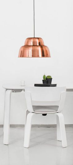 Bento table & chair white and Level lamp M copper by @Formuswithlove creating the perfect dining space. | Hem.