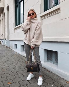 "16.9 k mentions J'aime, 450 commentaires - Romina Meier (@donnaromina) sur Instagram : ""Love to wear my mother's sweaters It's all about oversize aand saving money... 