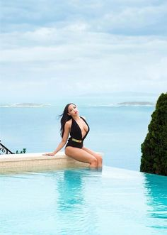 Tinashe looks like a dream! That one piece is ev-er-ry-thiiiiiinnng!