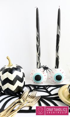 Best Diy Crafts Ideas An eye of an idea! Love this candle holder tutorial for our halloween crafts season! Halloween Activities For Kids, Fun Halloween Crafts, Halloween Porch, Scary Halloween Decorations, Halloween Candles, Spooky Decor, Halloween Projects, Cool Halloween Costumes, Easy Halloween