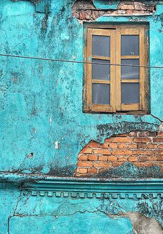 Turquoise window Galle, Sri Lanka - I think I want a wall in our new appartment to be this colour. And then hang it with pictures und photographs. Murs Turquoise, Turquoise Walls, Shades Of Turquoise, Shades Of Blue, Turquoise Furniture, Turquoise Painting, Color Shades, Turquoise Jewelry, Sri Lanka