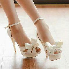 zapatos blancos de novia