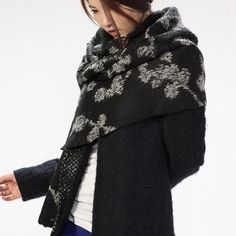 Winter Leaf : Wool Knitted Scarf