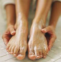 Tip Tuesday: Ensure your feet are sandal-ready with an exfoliating foot scrub. Mix olive oil with kosher salt and rub the mixture on the bottoms of your feet and toes. Rinse, apply lotion, and enjoy your smooth feet and summer shoes! #Tip