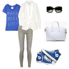 Urban Sport Outfit:  Blazer: Maje; Camiseta: Zoe Karssen; Jeans: Mother the looker; Bolso: Givenchy; Gafas: Marni