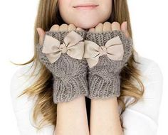 Chunky Knit Gloves section of information related to. Fingerless Gloves Crochet Pattern, Knitted Gloves, Crochet Phone Cover, Knitted Bunnies, Wrist Warmers, Knitting Accessories, Baby Knitting, Mittens, Knitting Patterns
