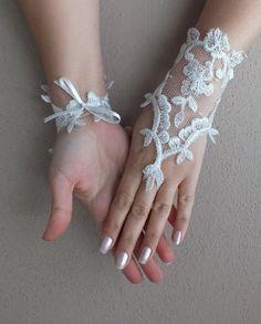 bd07fe968266a Ivoire de mariage Paire de gants, gants de dentelle ivoire, gants Paire de  mitaines