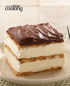 """my mom used to make this for guests! Graham Cracker Eclair """"Cake"""" -- This delectably airy treat includes graham cracker layers that become cake-like and soft from the pudding. Bonus: This easy dessert recipe can be prepared in just 15 minutes. No Bake Desserts, Easy Desserts, Dessert Recipes, Baking Desserts, Vanilla Pudding Desserts, Pudding Icing, Eclair Cake Recipes, Biscuits Graham, Cupcake Cakes"""