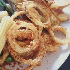 I looove onion rings and so does my husband. We were both craving them so we came up with a pretty good syn free alternative. Perfect with a nice bit of steak and slimming world chips and all completely SYN[. Steak Recipes, New Recipes, Healthy Recipes, Drink Recipes, Healthy Foods, Cooking Recipes, British Fish And Chips, Steak And Chips, Steak Sides