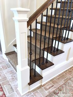 I'm back today with another Feature Friday of the Nashville Parade of Homes. Southern beauty excuses charm and hospitality. Built by Stonegate Homes and interior design by Julie Davis with Julie Davis Interiors, this home was decorated i Staircase Remodel, Staircase Makeover, Staircase Ideas, Stair Railing Design, Metal Stair Railing, Stair Banister, Staircase Runner, Wrought Iron Stairs, Luxury Homes Interior