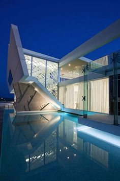Modern and Luxurious Architecture. The luxurious residence located in Athens, Greece was designed by 314 Architecture Studio. The modern Architecture Design, Beautiful Architecture, Residential Architecture, Contemporary Architecture, Organic Architecture, Contemporary Design, Modern Design, Futuristic Home, Futuristic Architecture