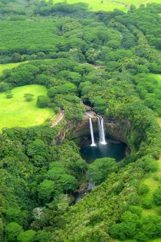 Amazing Shot from Wailua Falls – Island of Kauai – Hawaii, USA Wailua Falls is near Lihue that feeds into the Wailua River. The waterfall is prominently featured on the opening credits of the television show Fantasy Island. Travel Gurus - Follow for...