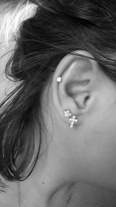 Professional top of the line helix ear piercing in the Washington, DC metro area. One of ladies favorite ear piercing! Great with tragus piercing and more. Triple Cartilage Piercing, Double Ear Piercings, Cool Ear Piercings, Ear Piercings Cartilage, Bar Stud Earrings, Cartilage Earrings, Barbell Piercing, Unique Piercings, Tongue Piercings