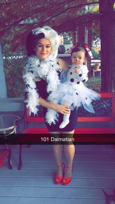 Cruella Deville with a baby bump? This is a super costume for a mom-to-be… Cruella Deville with a baby bump? This is a super costume for a mom-to-be with an older brother or sister willing to dress up in a 101 Dalmation costume. Mother Daughter Halloween Costumes, Baby Girl Halloween Costumes, Family Costumes, Halloween Outfits, Brother Sister Costumes, Mom And Baby Costumes, Zombie Costumes, Ghost Costumes, Pregnant Halloween