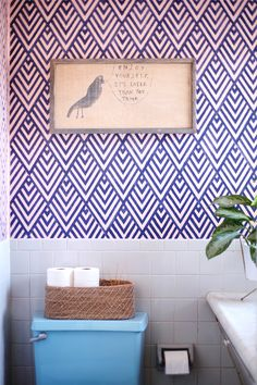 DIY Home Improvement Projects On A Budget - DIY Faux Wallpaper - Cool Home Improvement Hacks, Easy and Cheap Do It Yourself Tutorials for Updating and Renovating Your House - Home Decor Tips and Tricks, Remodeling ideas Inspiration Wand, Do It Yourself Inspiration, Design Inspiration, Geometric Stencil, Geometric Graphic, Purple Geometric Wallpaper, Geometric Painting, Wallpaper Stencil, Stencil Diy