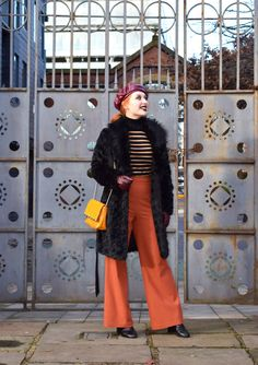 Blogger Twenty-Something City gives tips on how to pose for photos Manchester Northern Quarter, Poses For Photos, How To Pose, The Twenties, Duster Coat, City, Jackets, Outfits, Style