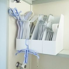 Laundry organisation- coat hangers in magazine racks Home Organisation, Laundry Room Organization, Closet Organization, Tidy Up, Bedroom Storage, Home Hacks, Storage Spaces, Muji Storage, Ikea