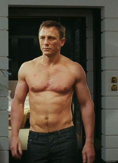 Daniel Craig Workout and diet secret | Muscle world