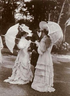 1900 for the very rich I'm sure.....more stunning and impeccable dresses, umbrellas and hats.