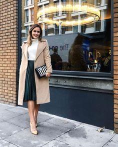 White turtleneck sweater, green, pleated midi skirt and camel coat rocktheceilin … Midi Rock Outfit, Midi Skirt Outfit, Winter Skirt Outfit, Green Skirt Outfits, Mode Outfits, Winter Outfits, Fashion Outfits, Fashion Ideas, Summer Outfits