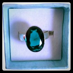 925 Silver Green Agate Ring BRAND NEW! Beautiful 925 silver and Green beautiful agate stone ring. Size 8.*All items are priced individually. If you would like more than one item I have, msg me and I will bundle together for you at a discount to save you $$$. Jewelry Rings