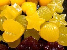 Mandarinen-Fruchtgummis ohne Zucker aus frisch gepresstem Mandarinensaft, Erythrit (Xucker light), Agar Agar und Johannesbrotkernmehl. Rezept mit Nährwerten