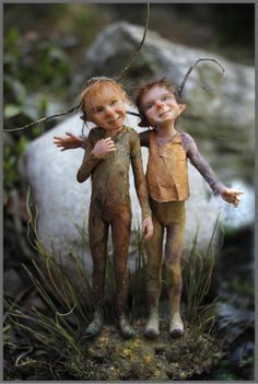 Tatjana Raum sculptures...twinkly, full of life..like they just jumped out of the mud :)