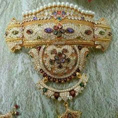 Rajputi Jewellery, Couture Sewing, Royal Jewelry, Sparkle, Pendants, Brooch, Indian, Jewels, Beads