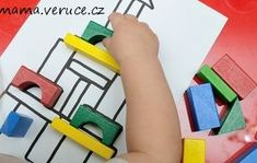 Přikládání dřevěných kostek Plastic Cutting Board, Playroom, Game Room Kids, Game Rooms, Playrooms, Arcade Room, Nursery, Kid Playroom